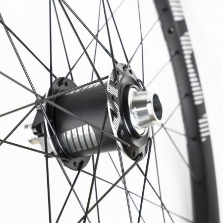 E-THIRTEEN TRS Race Carbon Front Wheel
